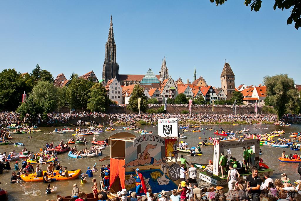 Nabada mit Blick auf Ulm, am Ulmer Volksfest, Schwörmontag
