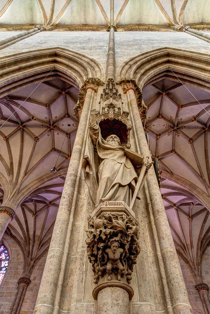 Ein Münsterbaumeister trägt die Last