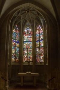 Fenstermalerei und Altar in der Bessererkapelle im Ulmer Münster