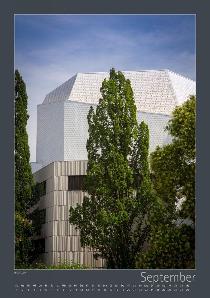 https://www.ulm-kalender.de/wp-content/uploads/2018/09/ULM-Kalender-11-10-2018_Seite_09-theater-ulm-4-724x1024.jpg